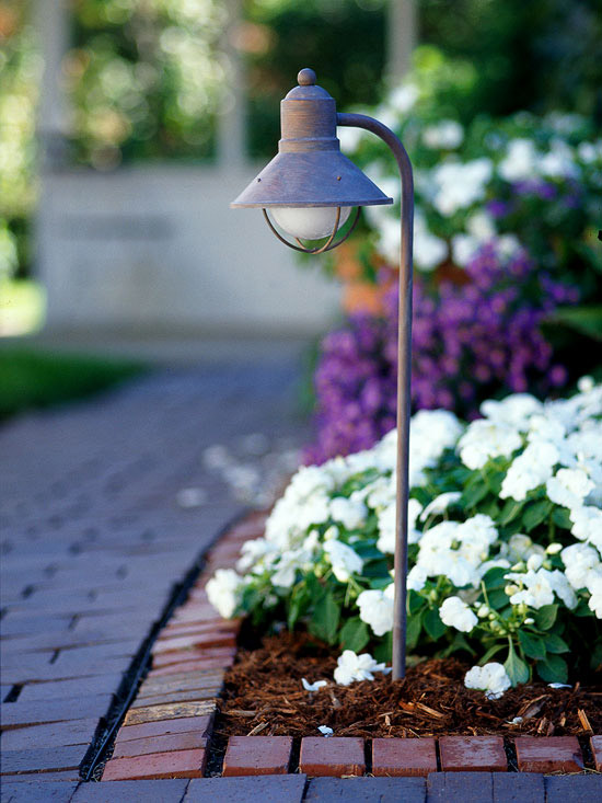 Tips for a Welcoming Garden- Outdoor Lights for Ambience