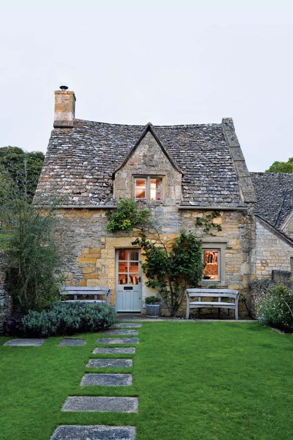 Cottage Designed by Caroline Holdaway - Photography by Simon Brown