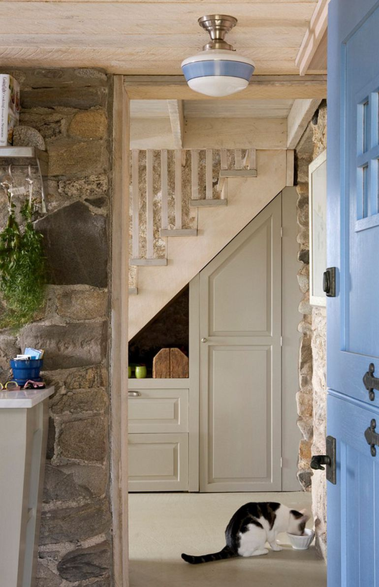 Making the most of space under the stairs real estate for Understairs storage
