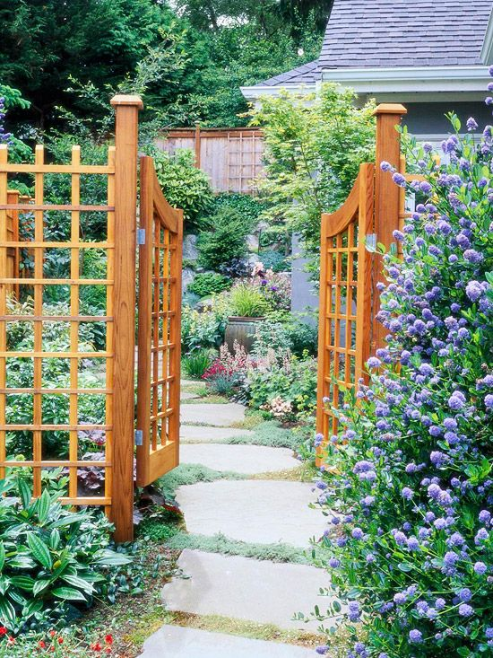 Latticework Curved Two Door Garden Gate - Double Gate