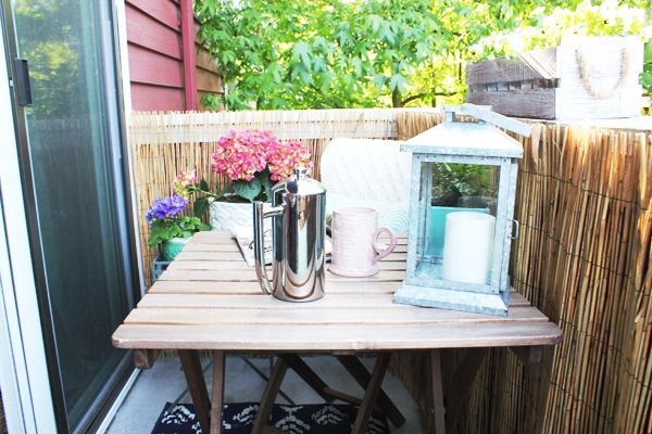 Small balcony decorating - cafe table