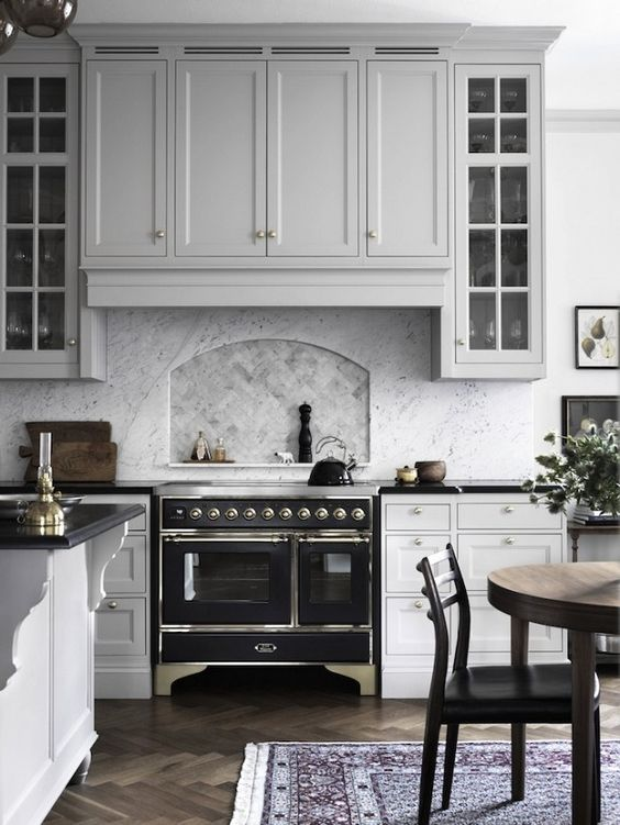 Gray Black and White Kitchen - Inset Niche Above Stove - Click through for 8 showstopping elements for a kitchen design!