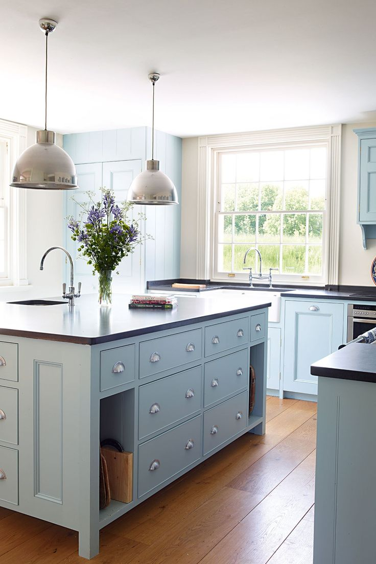 Oval room blue kitchen cabinets for Kitchen cabinets blue