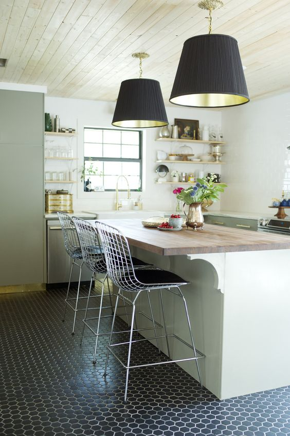 Statement Lighting in the Kitchen - Bungalow Magazine -Click through for 8 showstopping elements for a kitchen design!