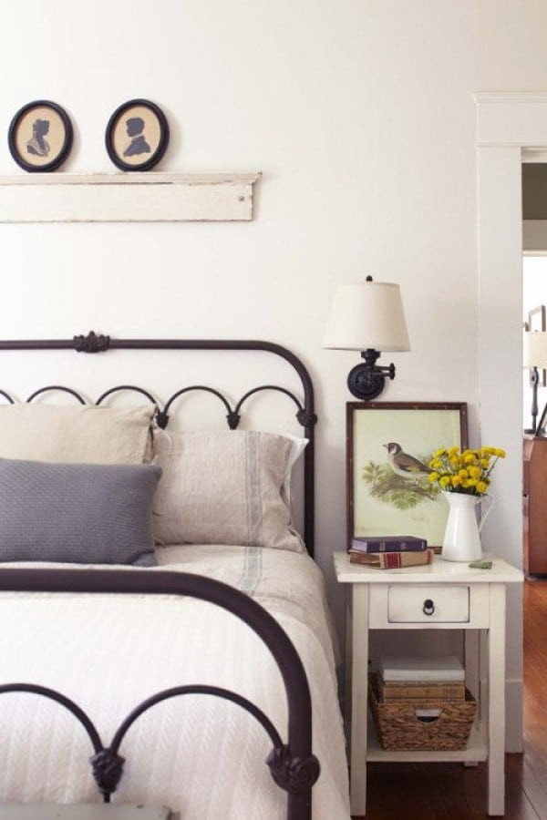 9 ways to decorate above a bed the inspired room for Farmhouse style bed