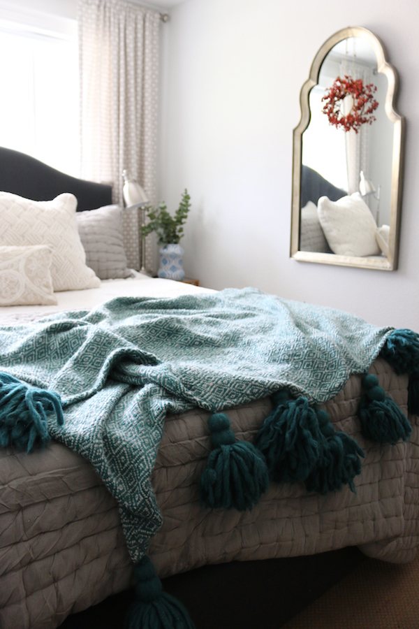 Cozy tassel throw blankets! Sources are in the post