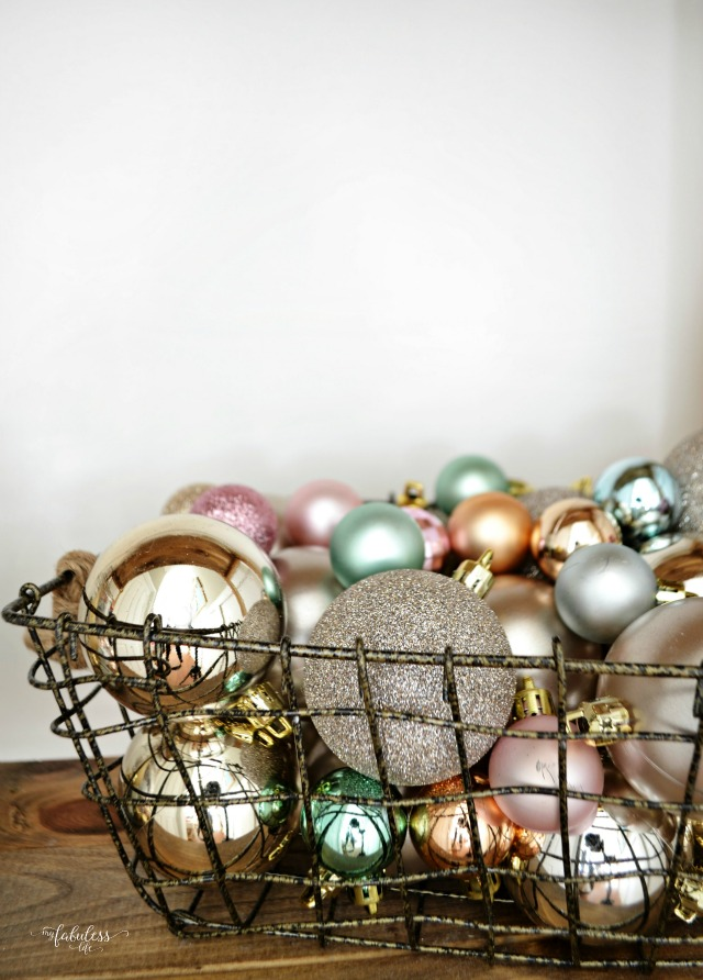 effortless christmas decorating ideas - Christmas Basket Decoration Ideas