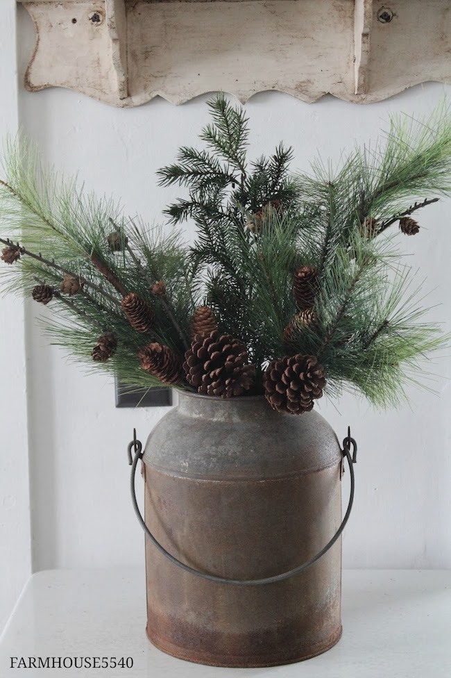 A bit of farmhouse galvanized zinc christmas decor for Vase weihnachtlich dekorieren