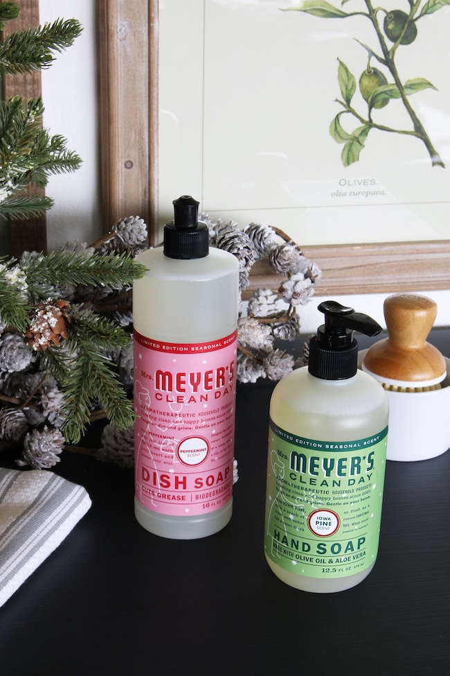 Spreading Cheer: FREE Mrs. Meyer's Holiday Gift Set!