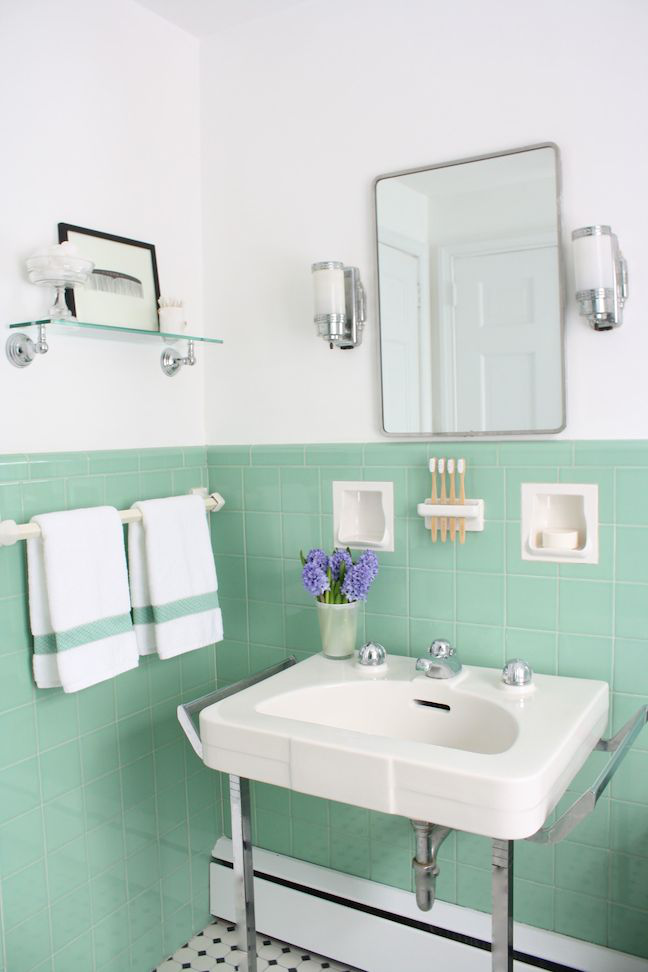 Vintage bathrooms my mint pink bathroom the inspired for Retro bathroom designs