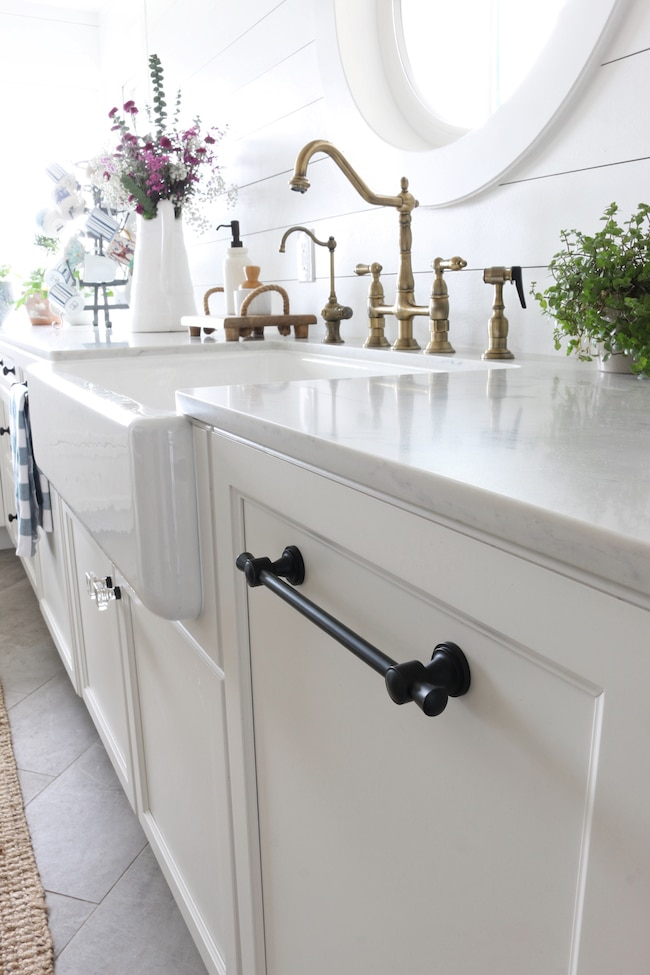 White Kitchen Knobs how to mix & match kitchen hardware finishes & styles - the