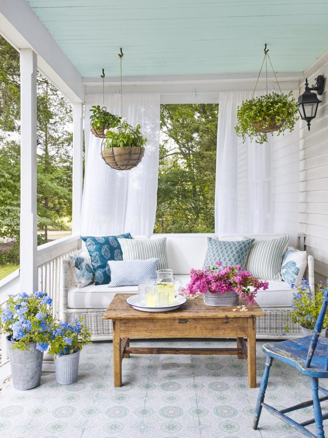 Decorating My Living Room On A Budget: Inspiration: How To Decorate A Porch