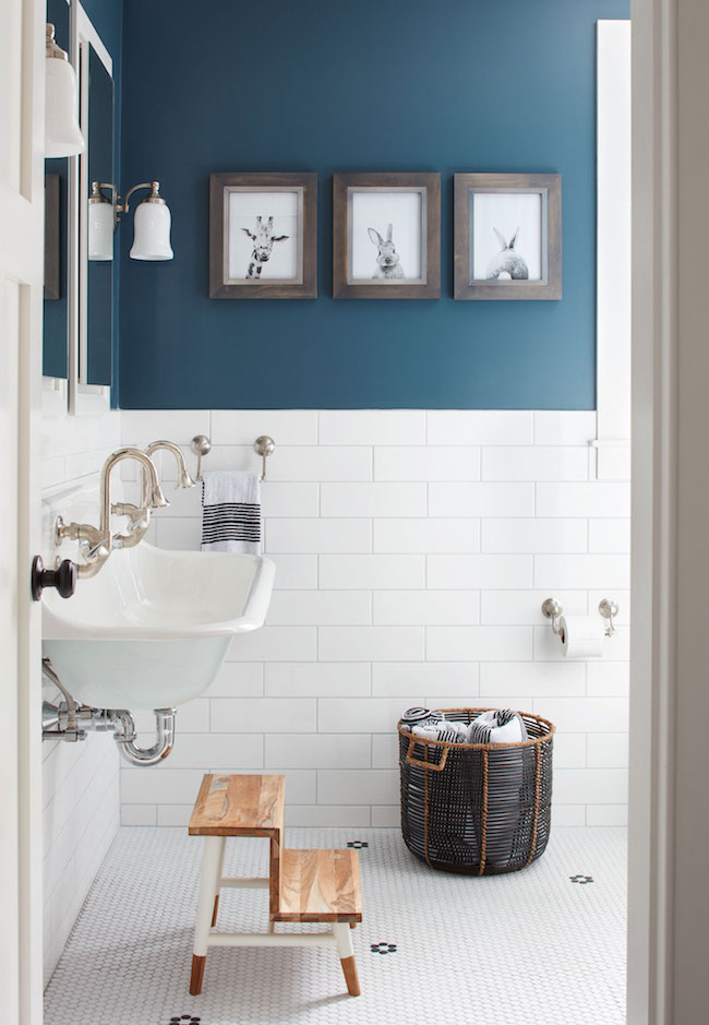 5 Navy & White Bathrooms