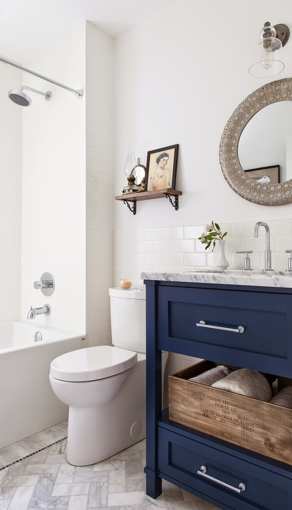 5 navy white bathrooms the inspired room for Navy and white bathroom accessories