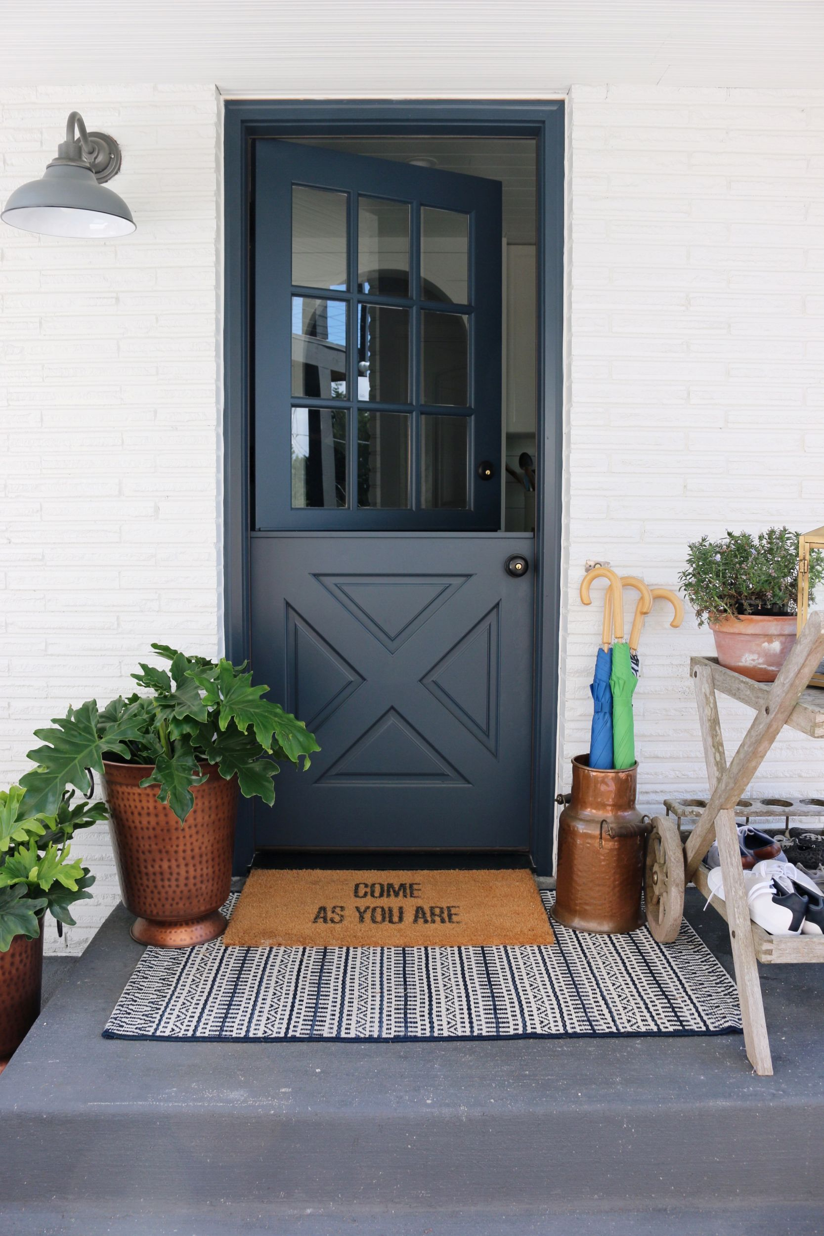 Simple Ways to Decorate Your Porch for Spring