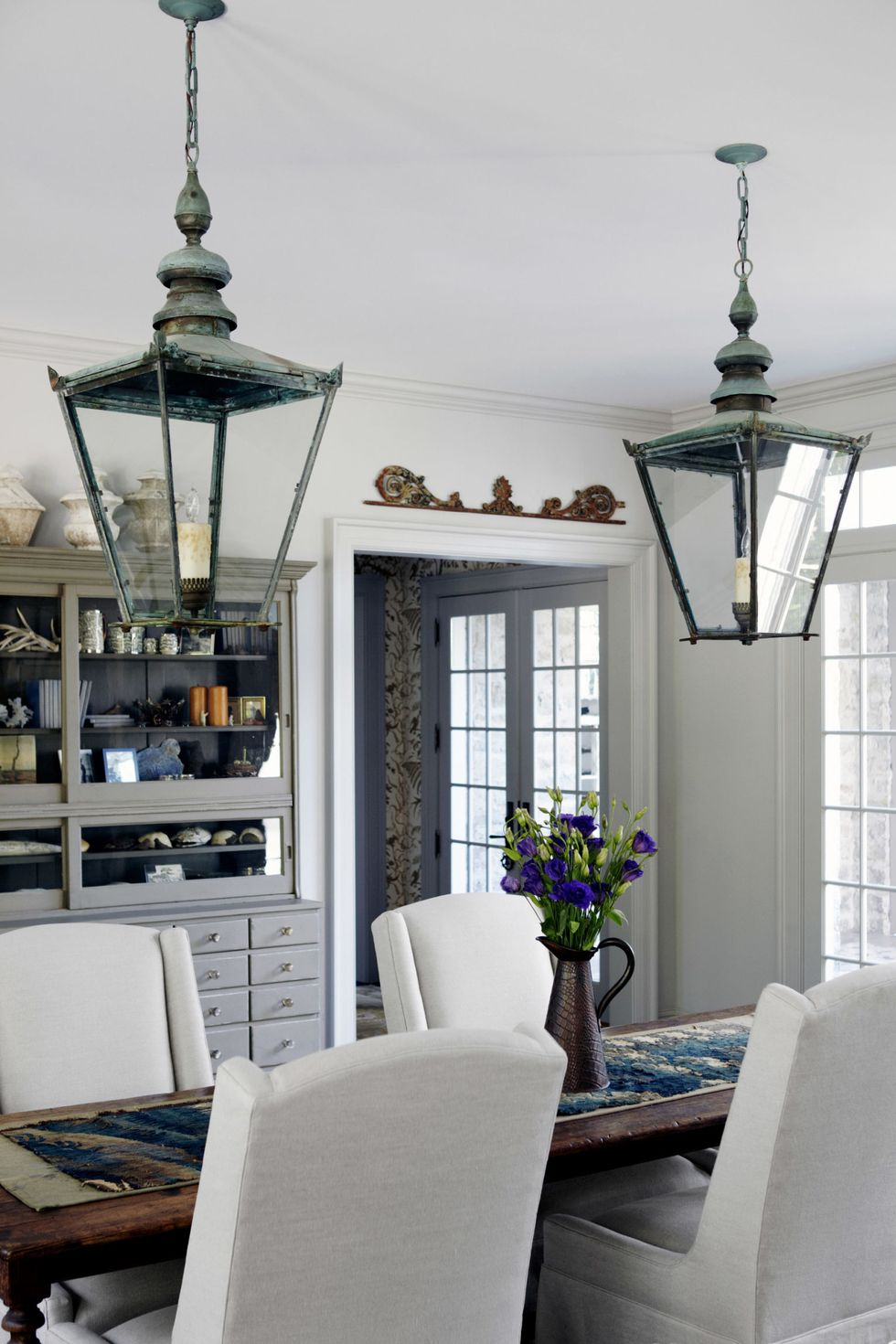 Cozy and Inviting Dining Room: Get the Look