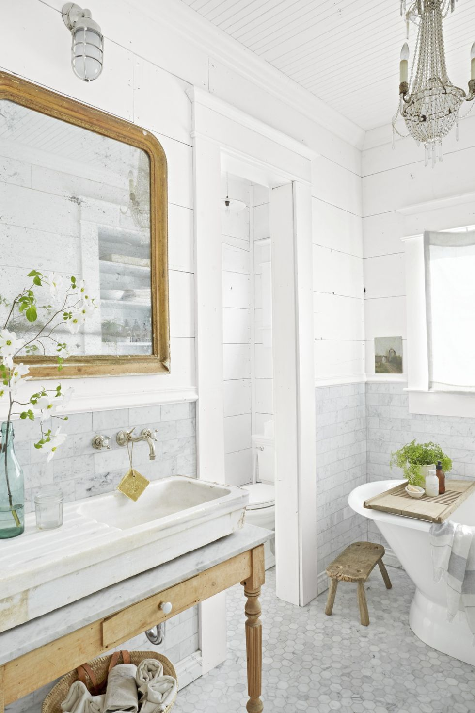 Create a Spa Bathroom Atmosphere + Detox Bath Recipe