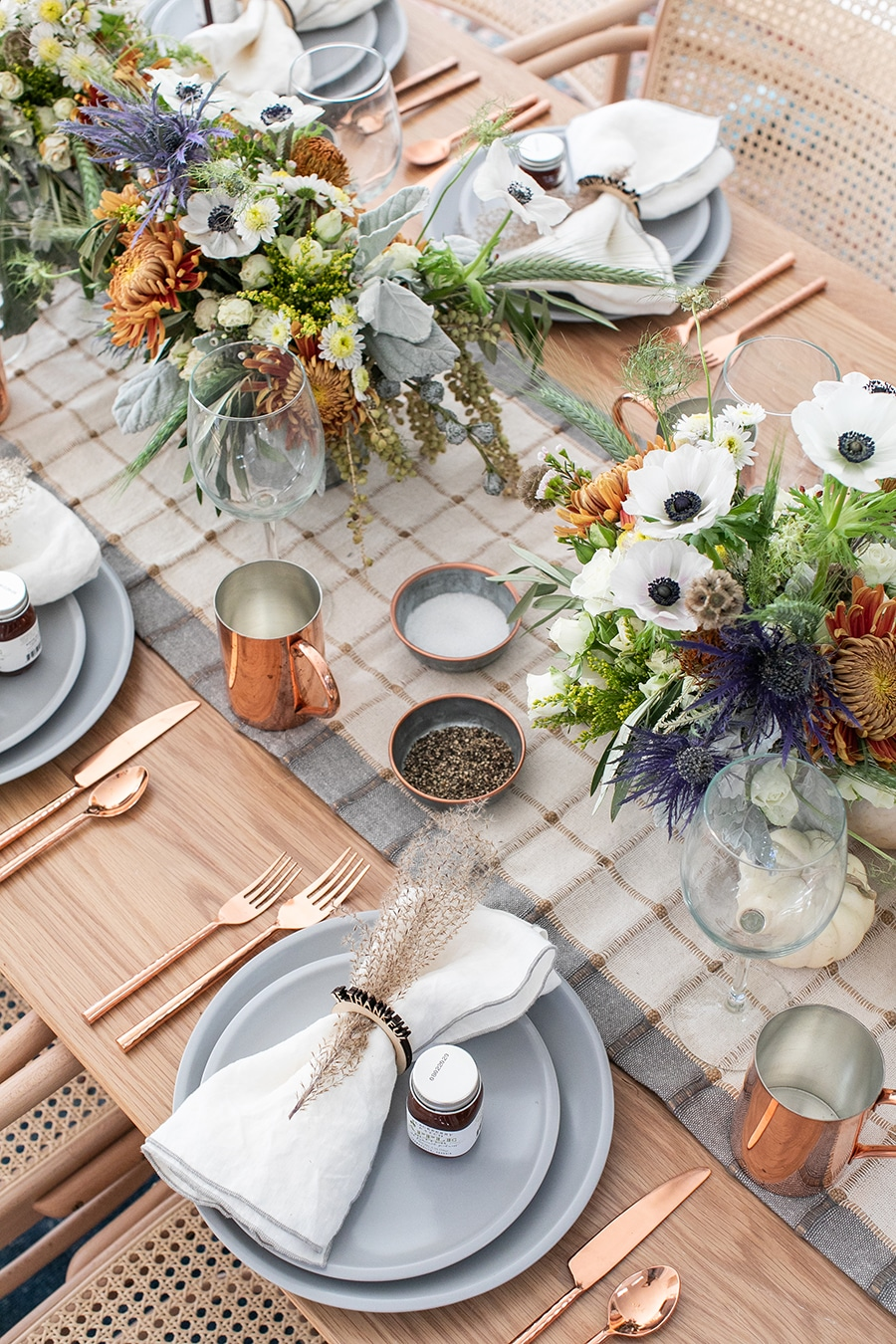 Simple and Charming Thanksgiving Table Decorating Ideas
